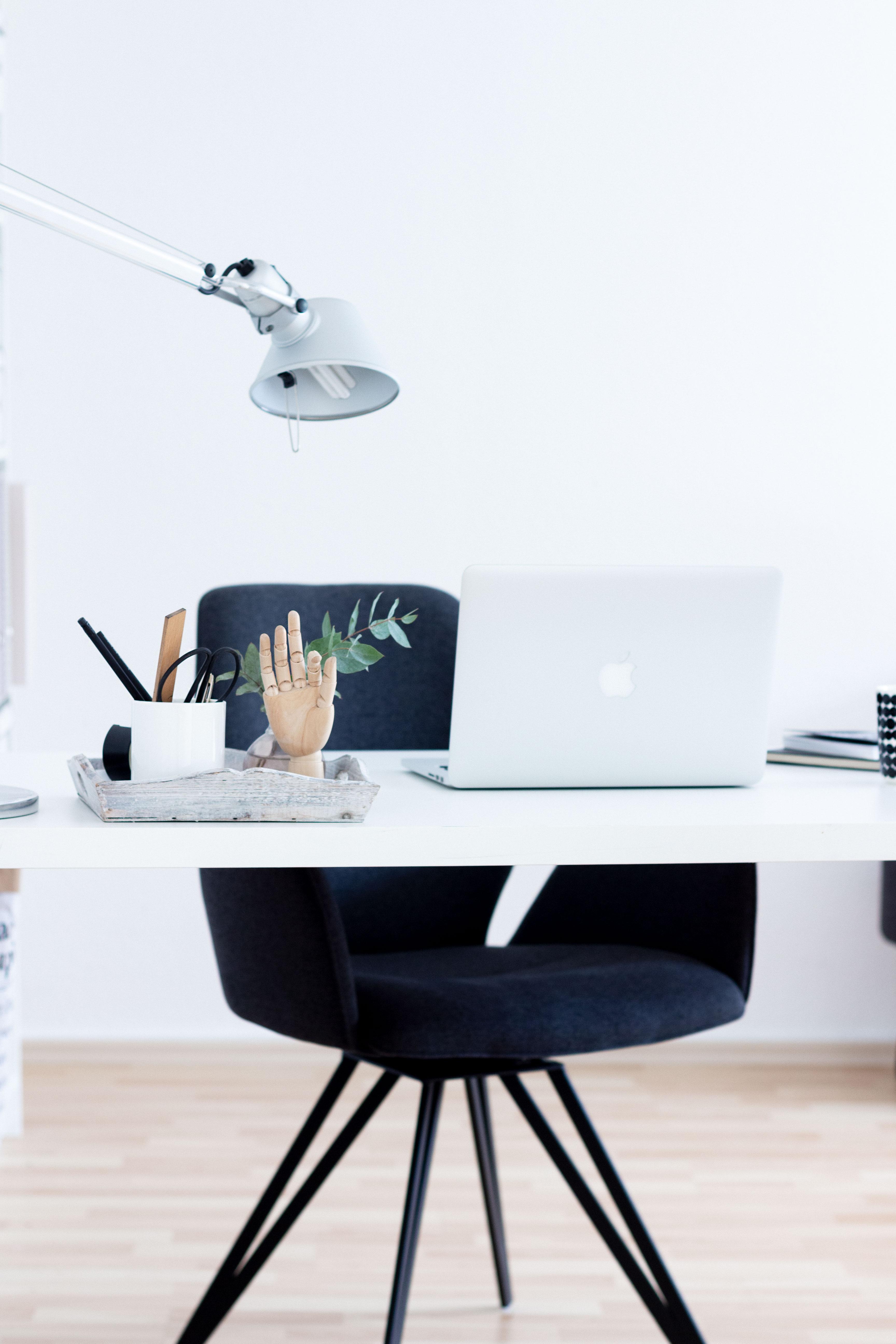 Interior | Home Office Update mit einem bequemen Stuhl von Manuu Möbel | www.scandiinspiration.com