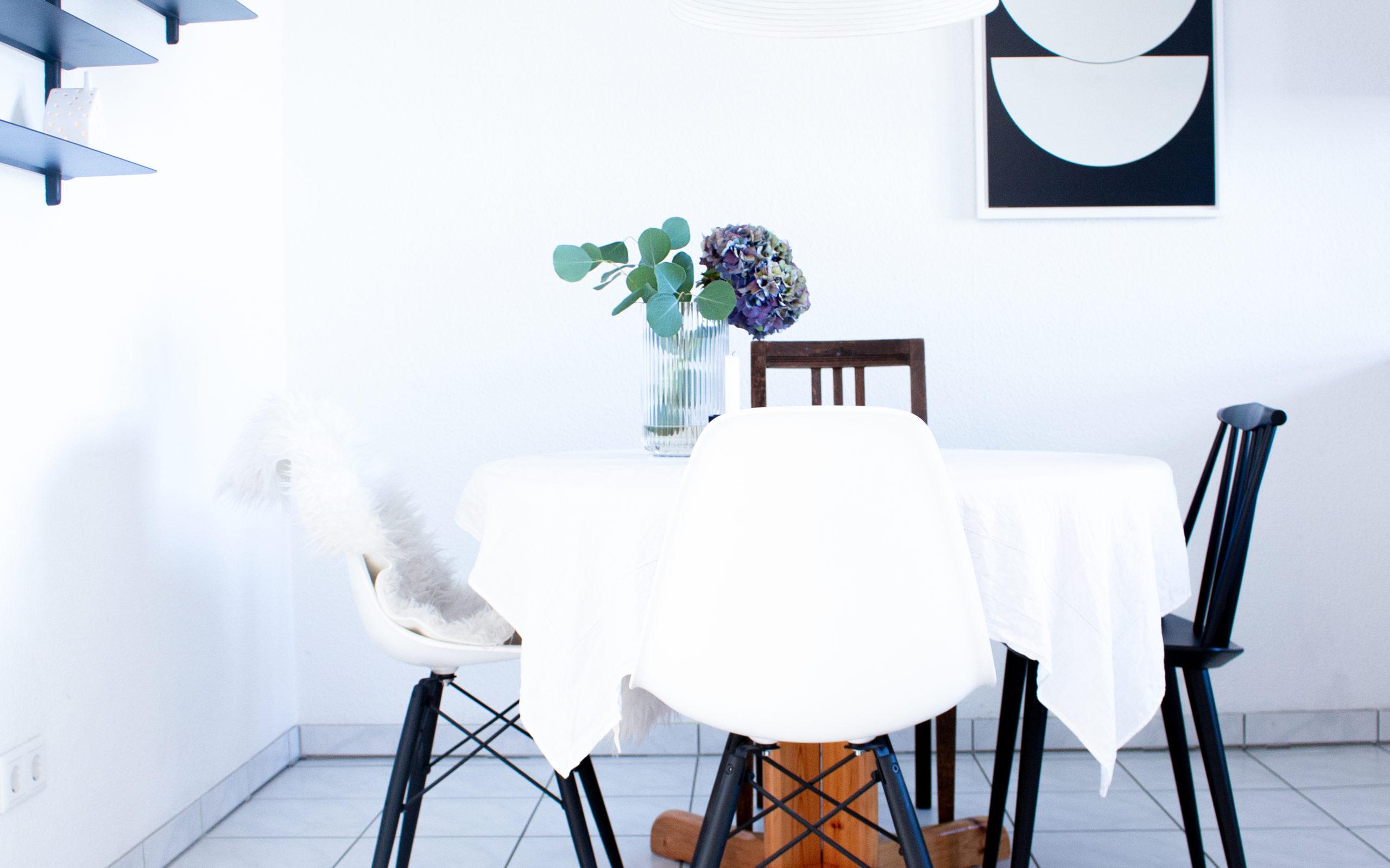 Interior | Abstrakte Kunst als Wandbilder von Posterlounge | www.scandiinspiration.com