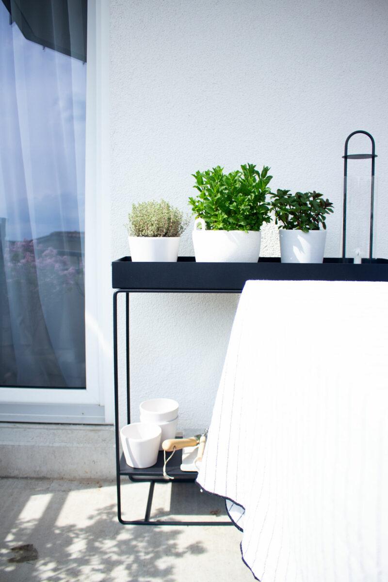 DIY | Kräutergarten auf dem Balkon | www.scandiinspiration.com